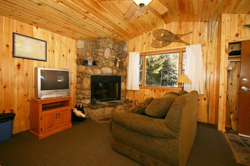 Gunflint Lodge Romantic Cabin 25_livingroom
